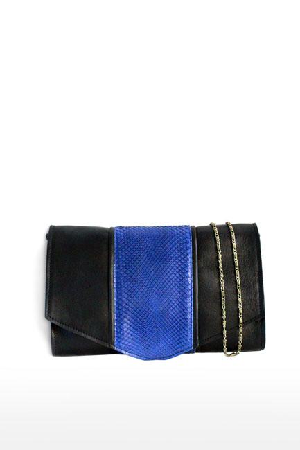 Pochette en cuir noir et bleu avec chainnette